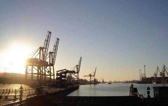 Terminal kontenerowy w porcie Gdynia.