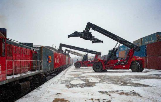 Rozładunek pociągu w Małaszewiczach