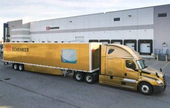 złota ciężarówka DB Schenker